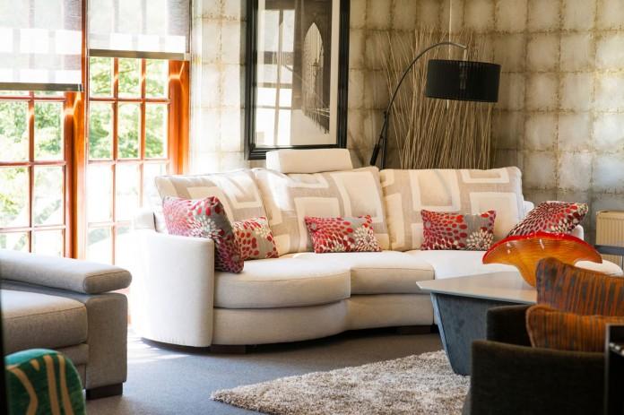 Stylish Showroom Furniture