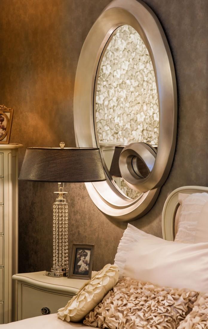 Curvy Oval Mirror