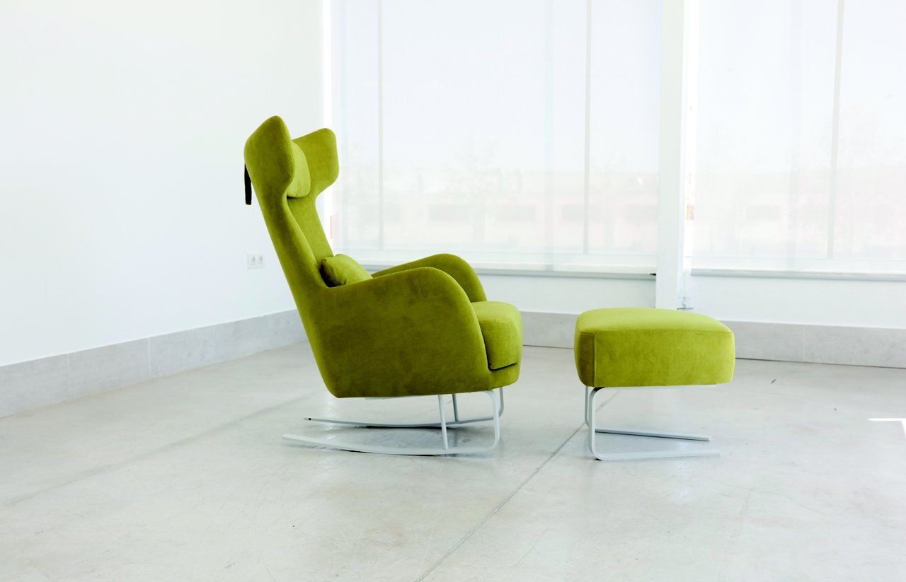 Kangou chair & footstool by Fama